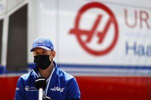 Mick Schumacher, Haas F1, met de media