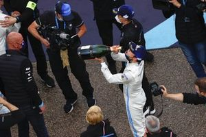 Nyck de Vries, Mercedes-Benz EQ, 1st position, celebrates with Champagne