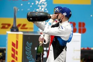 Race Winner Jake Dennis, BMW i Andretti Motorsport celebrates with the champagne