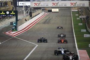 Valtteri Bottas, Mercedes F1 W11, battles with Sebastian Vettel, Ferrari SF1000