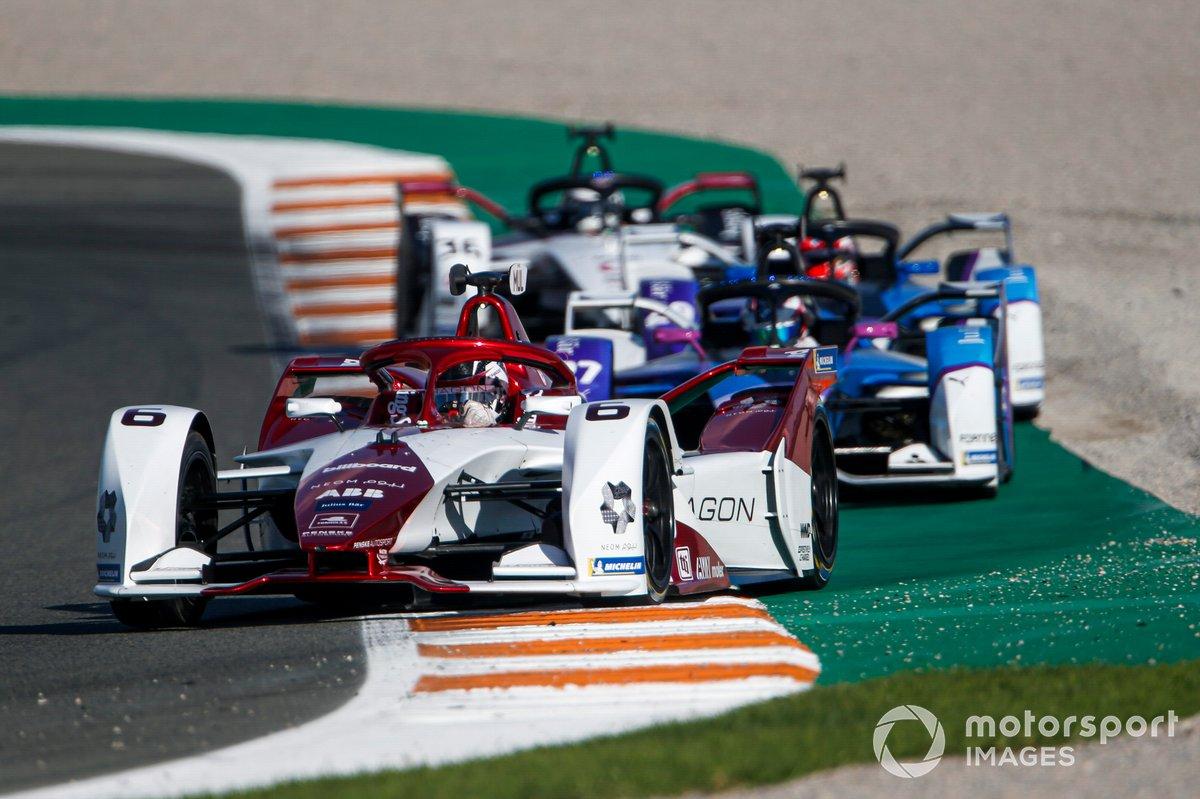 Nico Muller, Dragon Penske Autosport, Penske EV-4, Jake Dennis, BMW I Andretti Motorsport, BMW iFE.21