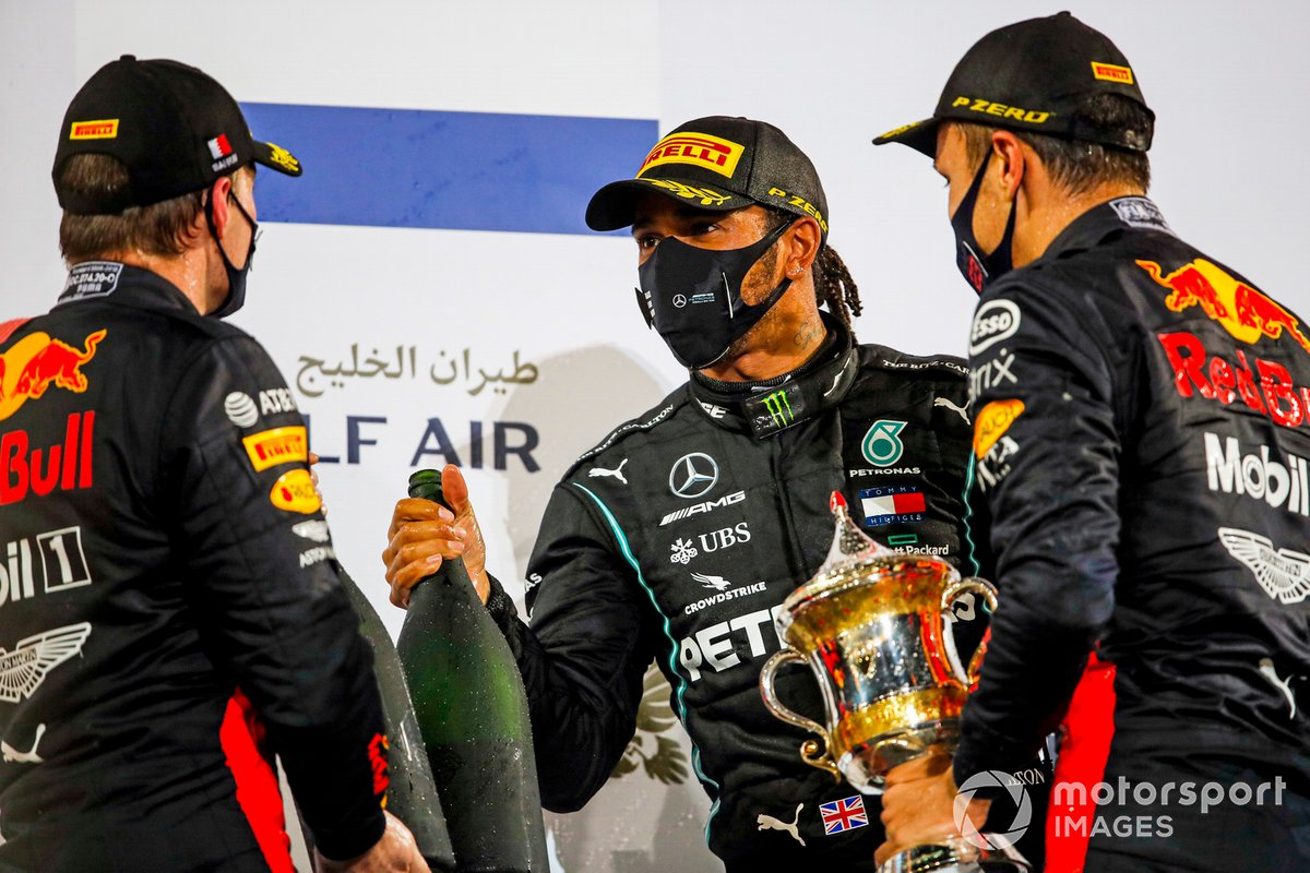 Max Verstappen, Red Bull Racing, Race Winner Lewis Hamilton, Mercedes-AMG F1 and Alex Albon, Red Bull Racing di podium