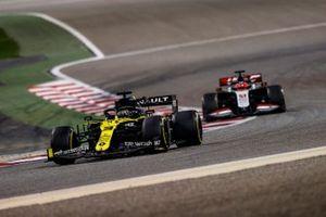 Daniel Ricciardo, Renault F1 Team R.S.20, Pietro Fittipaldi, Haas F1 Haas VF-20