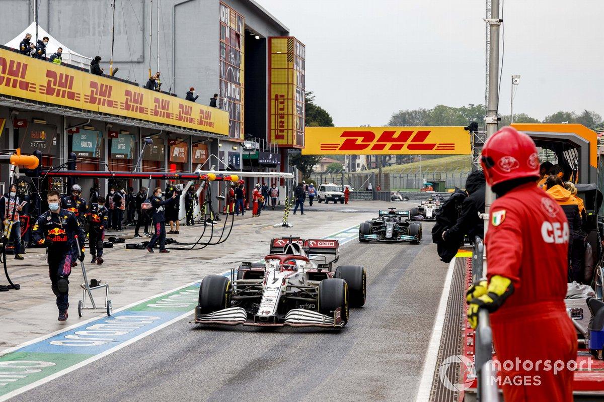 Kimi Raikkonen, Alfa Romeo Racing C41, Lewis Hamilton, Mercedes W12, in the pit lane