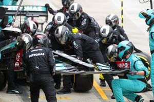 Lewis Hamilton, Mercedes W12, changes his front wing
