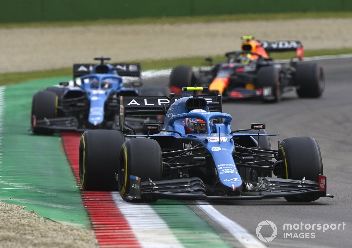 Esteban Ocon, Alpine A521, Fernando Alonso, Alpine A521, Sergio Pérez, Red Bull Racing RB16B