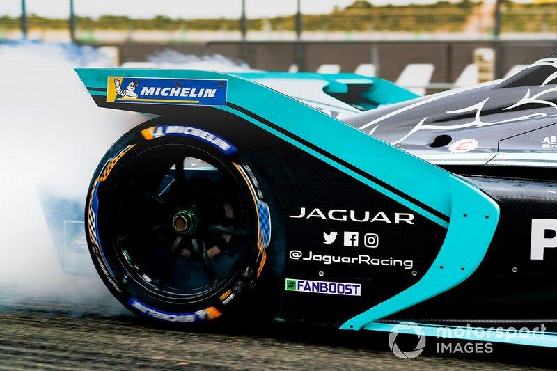 Rear tyre James Calado, Jaguar Racing, Jaguar I-Type 4