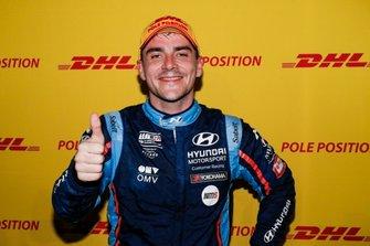 Обладатель поула Норберт Михелис, BRC Hyundai N Squadra Corse