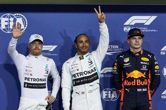 Valtteri Bottas, Mercedes AMG F1, polesitter Lewis Hamilton, Mercedes AMG F1, en Max Verstappen, Red Bull Racing