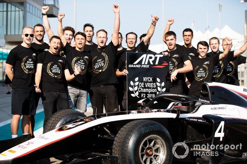 Il team ART Grand Prix festeggia la vittoria del titolo Piloti di FIA Formula 2 con Nyck De Vries, ART Grand Prix
