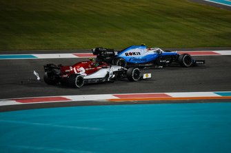 Robert Kubica, Williams FW42, battles with Antonio Giovinazzi, Alfa Romeo Racing C38