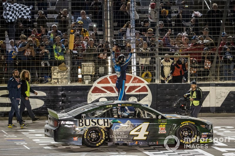 Kevin Harvick, Stewart-Haas Racing, Ford Mustang Busch Beer / Ducks Unlimited celebration