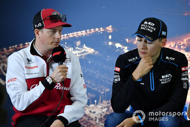 Kimi Raikkonen, Alfa Romeo y George Russell, Williams Racing en la conferencia de prensa