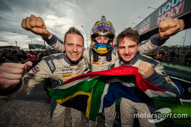 Il vincitore #7 Bentley Team M-Sport Bentley Continental GT3: Jules Gounon, Maxime Soulet, Jordan Pepper