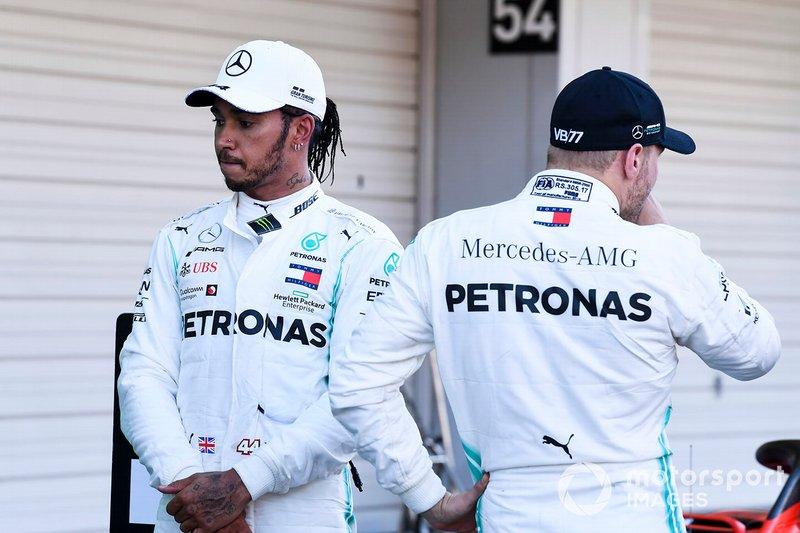 Lewis Hamilton, Mercedes AMG F1 et le vainqueur Valtteri Bottas, Mercedes AMG F1 dans le Parc Fermé