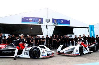 Andre Lotterer, Porsche, Porsche 99x Electric, Neel Jani, Porsche, Porsche 99x Electric pose for a photo with their team