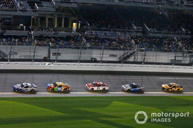 Kevin Harvick, Stewart-Haas Racing, Ford Mustang Busch Light #PIT4BUSCH, Kyle Busch, Joe Gibbs Racing, Toyota Camry M&M's