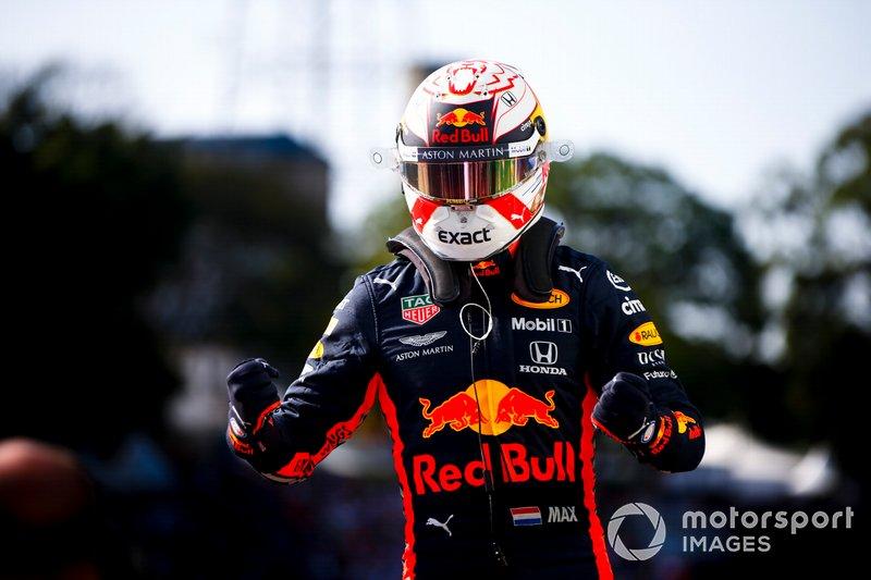 Ganador de la pole Max Verstappen, Red Bull Racing celebra