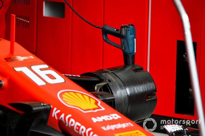 Ferrari wheel hub details