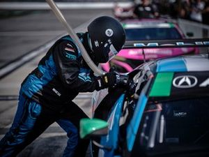 Crew: Heinricher Racing