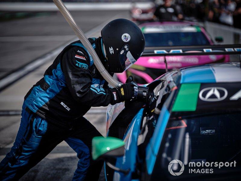 #57 Heinricher Racing w/MSR Curb-AgA.J.anian Acura NSX GT3, GTD: Alvaro Parente, Misha Goikhberg, Trent Hindman, A.J. Allmendinger