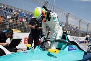 Oliver Turvey, NIO 333 climbs out of his NIO FE-005 on the grid