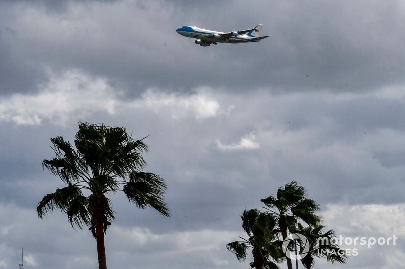 El Air Force One llega a Daytona con el Presidente Donald Trump.