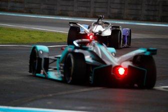 Alexander Sims, BMW I Andretti Motorsports, BMW iFE.20, Mitch Evans, Jaguar Racing, Jaguar I-Type 4