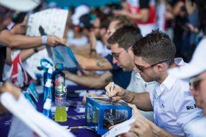 Edoardo Mortara, Venturi signs autographs