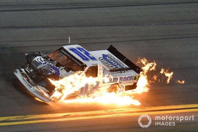 Accidente que acaba en llamas de Tate Fogleman, Young's Motorsports, Chevrolet Silverado Solid Rock Carriers