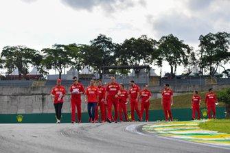 Sebastian Vettel, Ferrari, repère la piste
