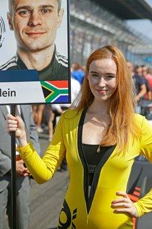 Grid Girl für Jonathan Aberdein, Audi Sport Team WRT
