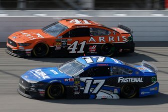 Ricky Stenhouse Jr., Roush Fenway Racing, Ford Mustang Fastenal, Daniel Suarez, Stewart-Haas Racing, Ford Mustang ARRIS