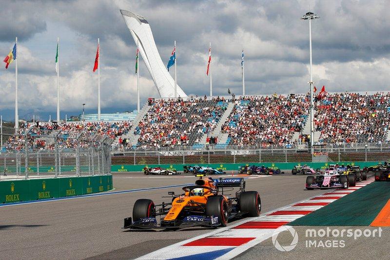 Lando Norris, McLaren MCL34, Sergio Perez, Racing Point RP19, Max Verstappen, Red Bull Racing RB15, Nico Hulkenberg, Renault F1 Team R.S. 19, Antonio Giovinazzi, Alfa Romeo Racing C38, Romain Grosjean, Haas F1 Team VF-19 y Daniel Ricciardo, Renault F1 Team R.S.19