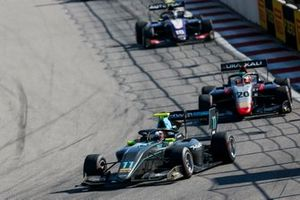 Джейк Хьюз, HWA RACELAB, и Леонардо Пульчини, Hitech Grand Prix