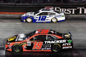 Martin Truex Jr., Joe Gibbs Racing, Toyota Camry Bass Pro Shops/Tracker Off Road and Ryan Blaney, Team Penske, Ford Mustang Dent Wizard