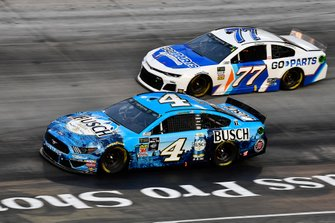 Kevin Harvick, Stewart-Haas Racing, Ford Mustang Busch Beer and Reed Sorenson, Spire Motorsports, Chevrolet Camaro Go-Parts.com