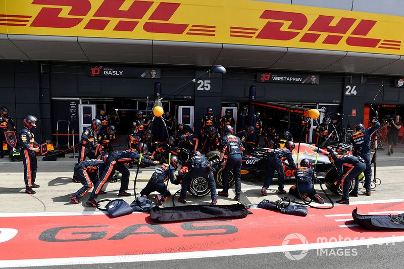 Pierre Gasly, Red Bull Racing RB15, pit stop