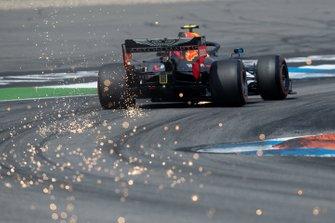 Pierre Gasly, Red Bull Racing RB15 envoie des étincelles
