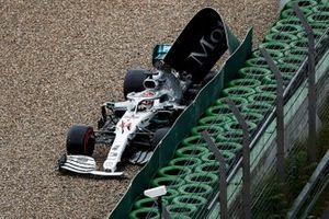 Lewis Hamilton, Mercedes AMG F1 W10 crashes into the wall
