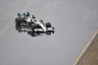 Lewis Hamilton, Mercedes AMG F1 W10, perde il controllo della sua monoposto e si dirige verso la ghiaia