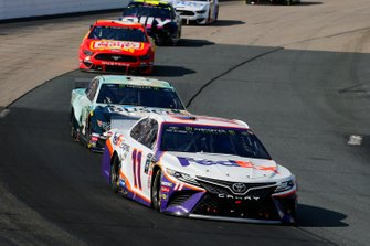 Denny Hamlin, Joe Gibbs Racing, Toyota Camry FedEx Express and Kevin Harvick, Stewart-Haas Racing, Ford Mustang Busch Beer / National Forest Foundation