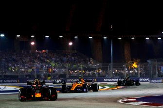 Alexander Albon, Red Bull Racing RB15, Lando Norris, McLaren MCL34, Kevin Magnussen, Haas F1 Team VF-19