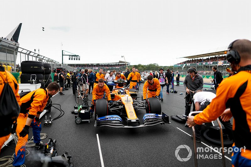 Lando Norris, McLaren MCL34, arrives on the grid