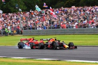 Sebastian Vettel, Ferrari SF90 rijdt in op Max Verstappen, Red Bull Racing RB15
