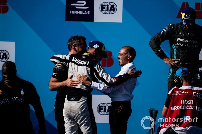 Il vincitore della gara Sébastien Buemi, Nissan e.Dams festeggia con Michael Carcamo, Nissan e.Dams sul podio