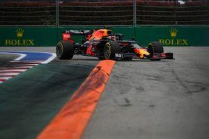 Max Verstappen, Red Bull Racing RB15, runs wide