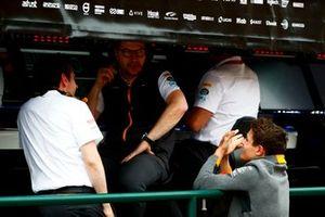Lando Norris, McLaren, talks to Andreas Seidl, Team Principal, McLaren