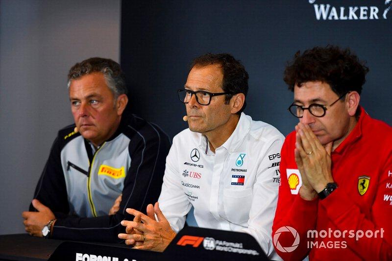 Mario Isola, Racing Manager, Pirelli Motorsport, Aldo Costa, Technical Advisor, Mercedes AMG, e Mattia Binotto, Team Principal Ferrari, in una conferenza stampa