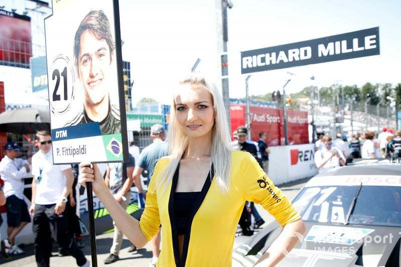 La grid girl di Pietro Fittipaldi, Audi Sport Team WRT